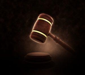 palu-hakim-dalam-sebuah-pengadilan