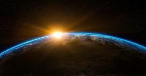 sinar-cahaya-muncul-di-balik-planet-bumi